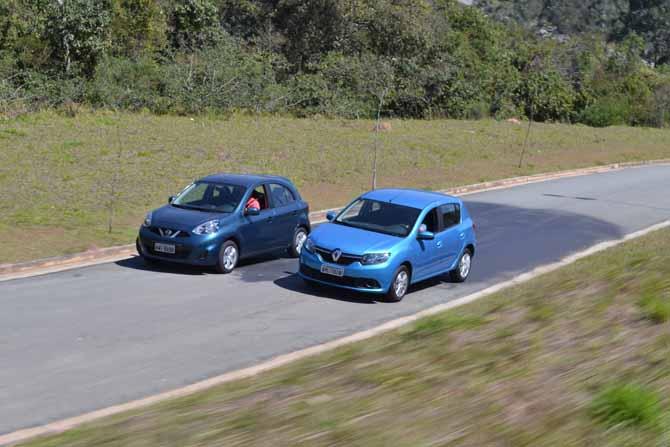 Em estilo, o Renault Sandero é mais agradável, principalmente a traseira com lanternas quadradas; a frente renovada de ambos modelos deixou os carros com ar mais agressivo e robusto