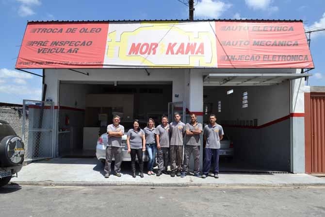 A equipe da oficina, com Alexandre Morikawa (esq.). Após reforma, quantidade de novos clientes aumentou