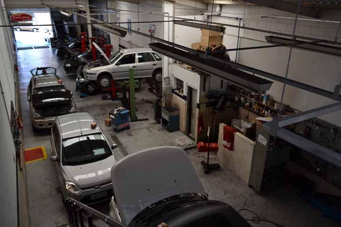 Após reforma, pátio da oficina ficou maior, com 428 m²
