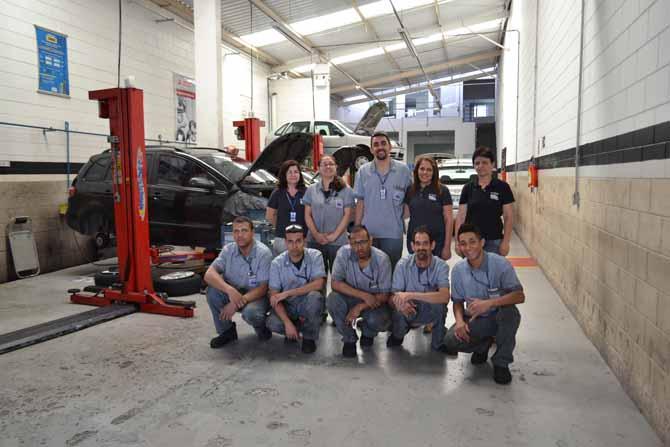 A equipe de Scopino conta com uma mecânica e uma pessoa especial, que trabalha como ajudante: responsabilidade social