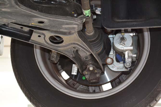 Sistema de freios é hidráulico e regenerativo