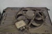 A válvula termostática (foto menor) serve para controlar a temperatura do motor; na fase fria permanece fechada para o motor aquecer mais rápido