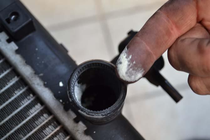 No radiador, só pó branco e nada de líquido