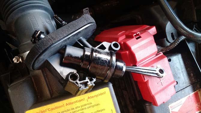 O componente com defeito, que provocou vazamento do fluido de freio no tapete do New Fiesta