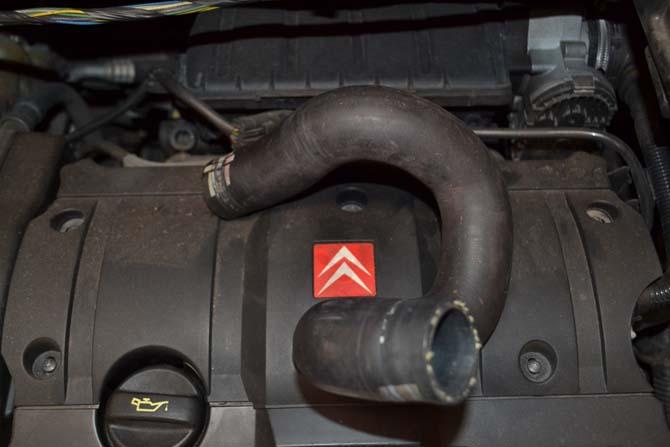 O defeito era na mangueira superior do bloco ao radiador, que quando o motor esquentava, deformava até estrangular e impedir a passagem do líquido de arrefecimento